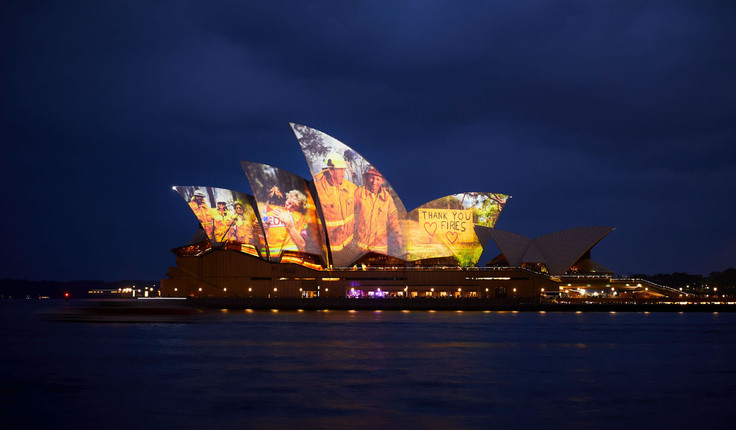 The Sydney Opera House paid tribute to Australia's heroic firefighters over the weekend. Image courtesy of the Sydney Opera House.